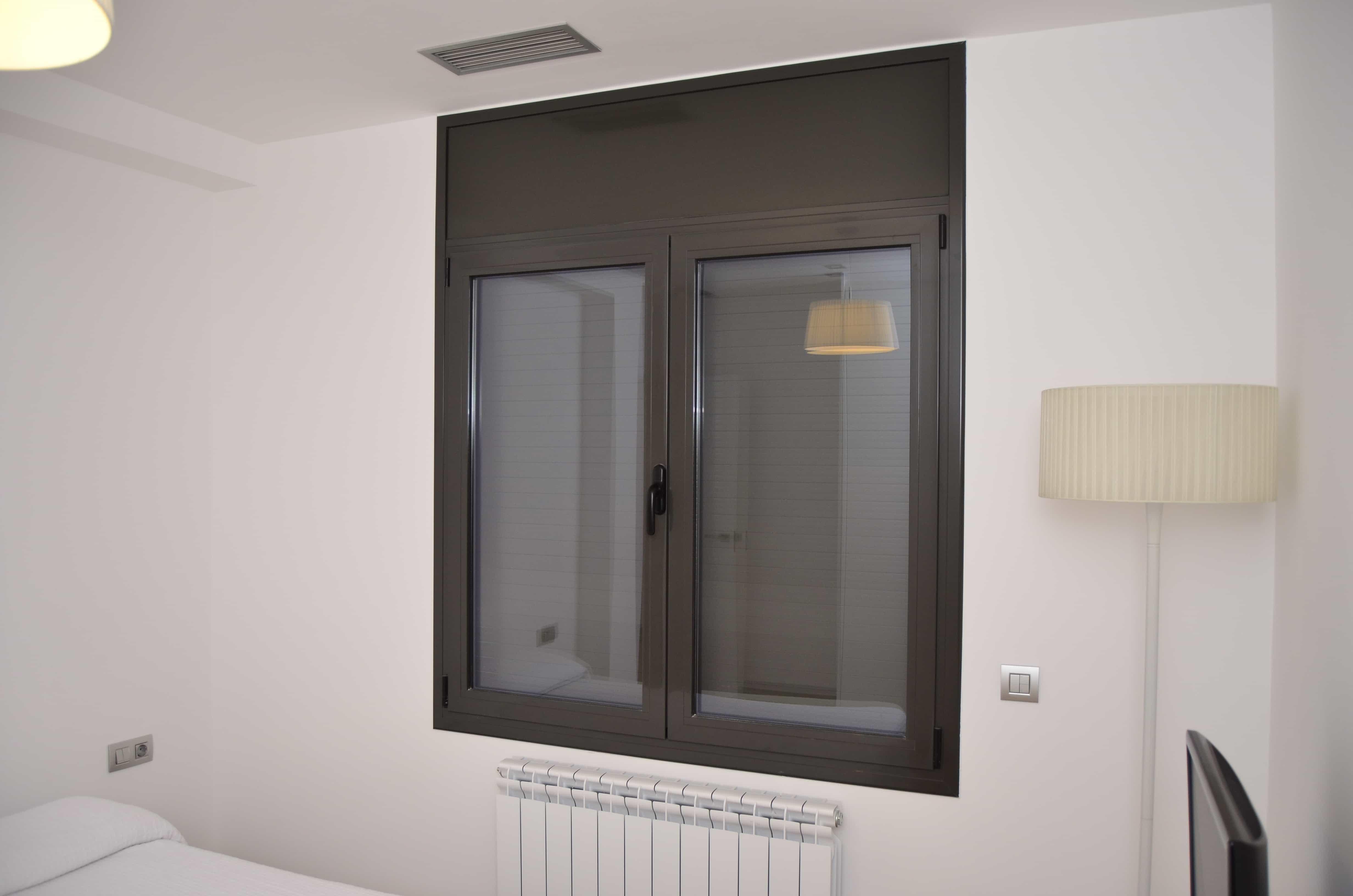 Detalle ventana Josep Tarradellas