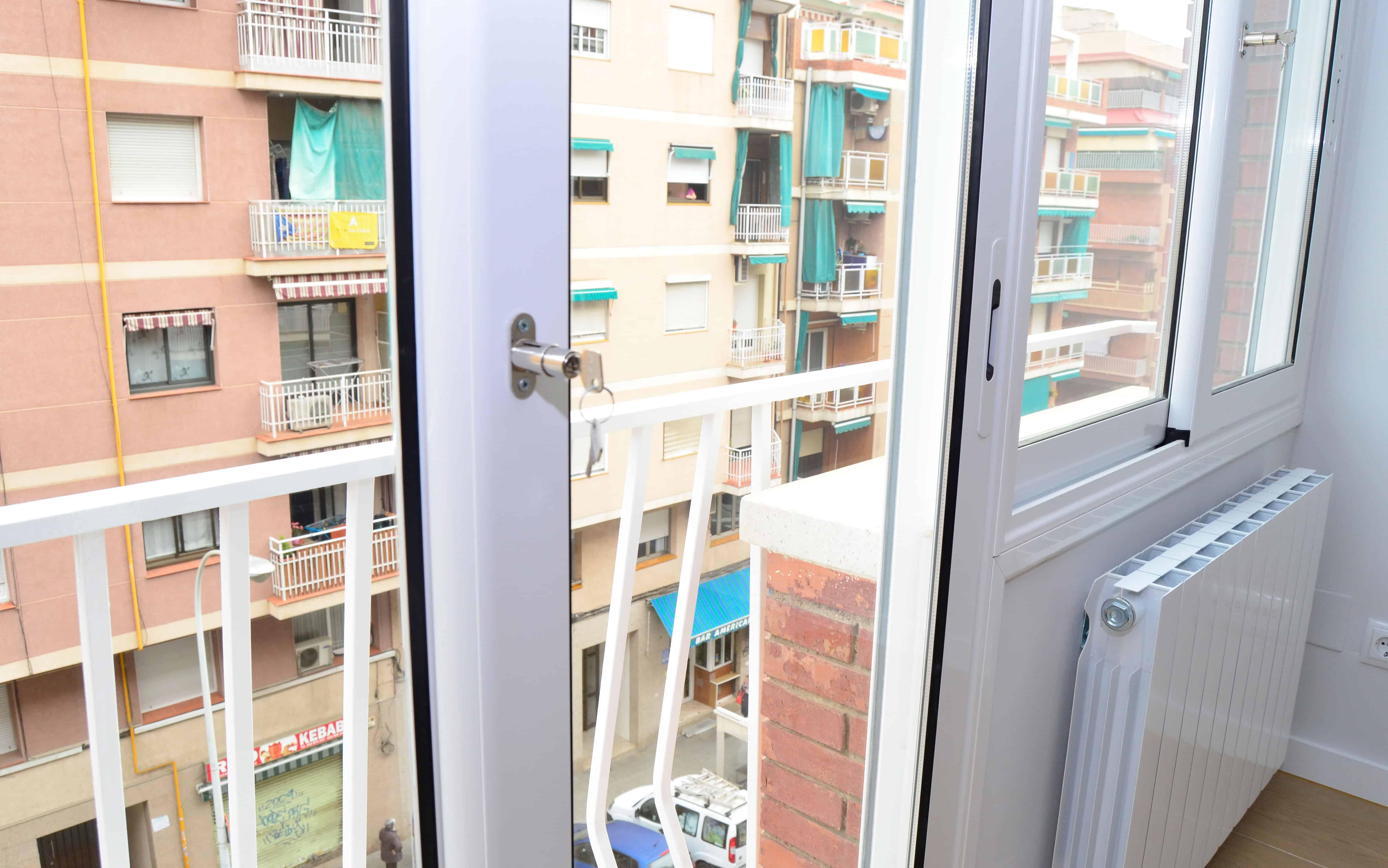 Detalle ventanas con seguridad