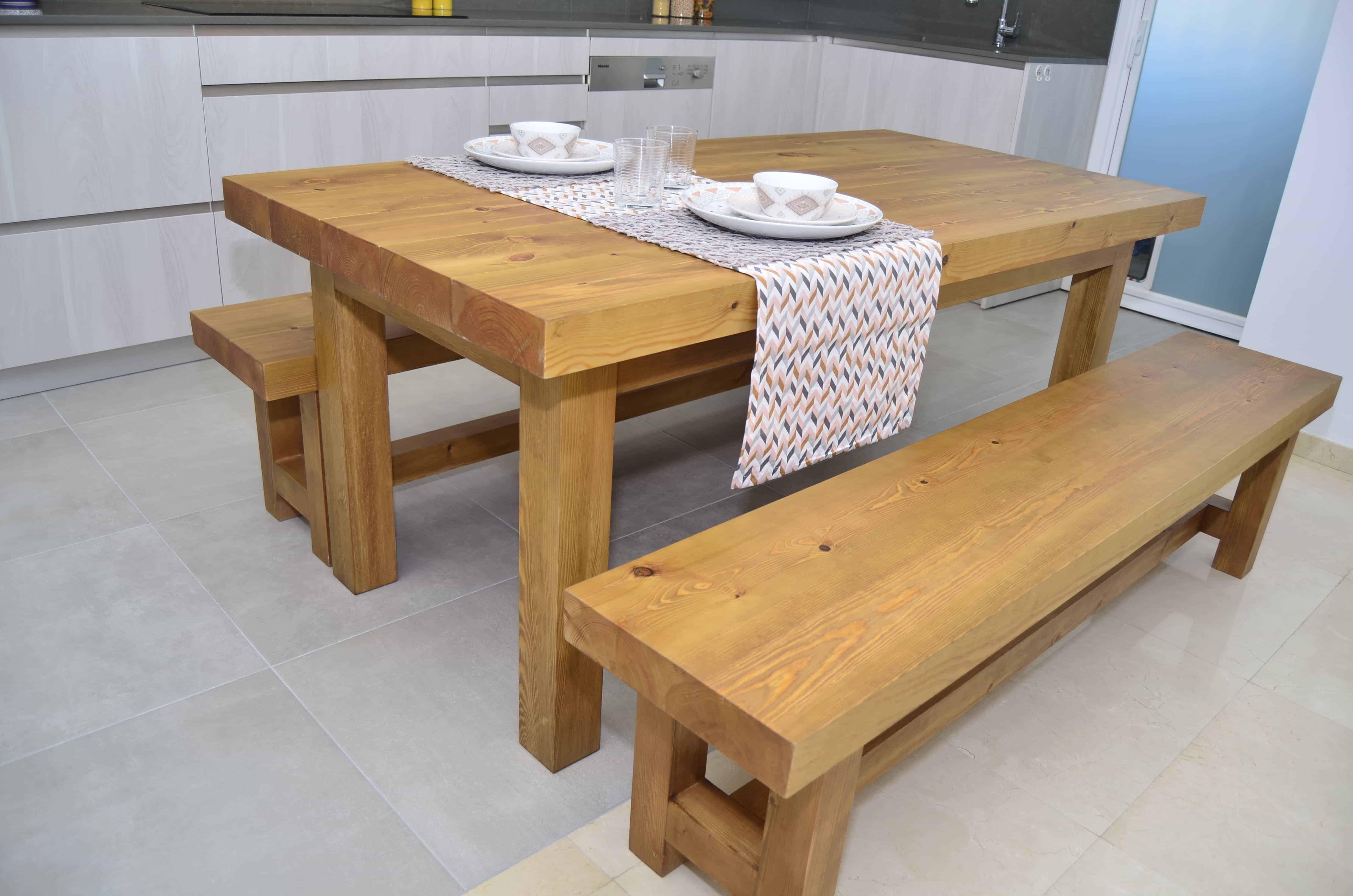 banc de fusta cuina oberta