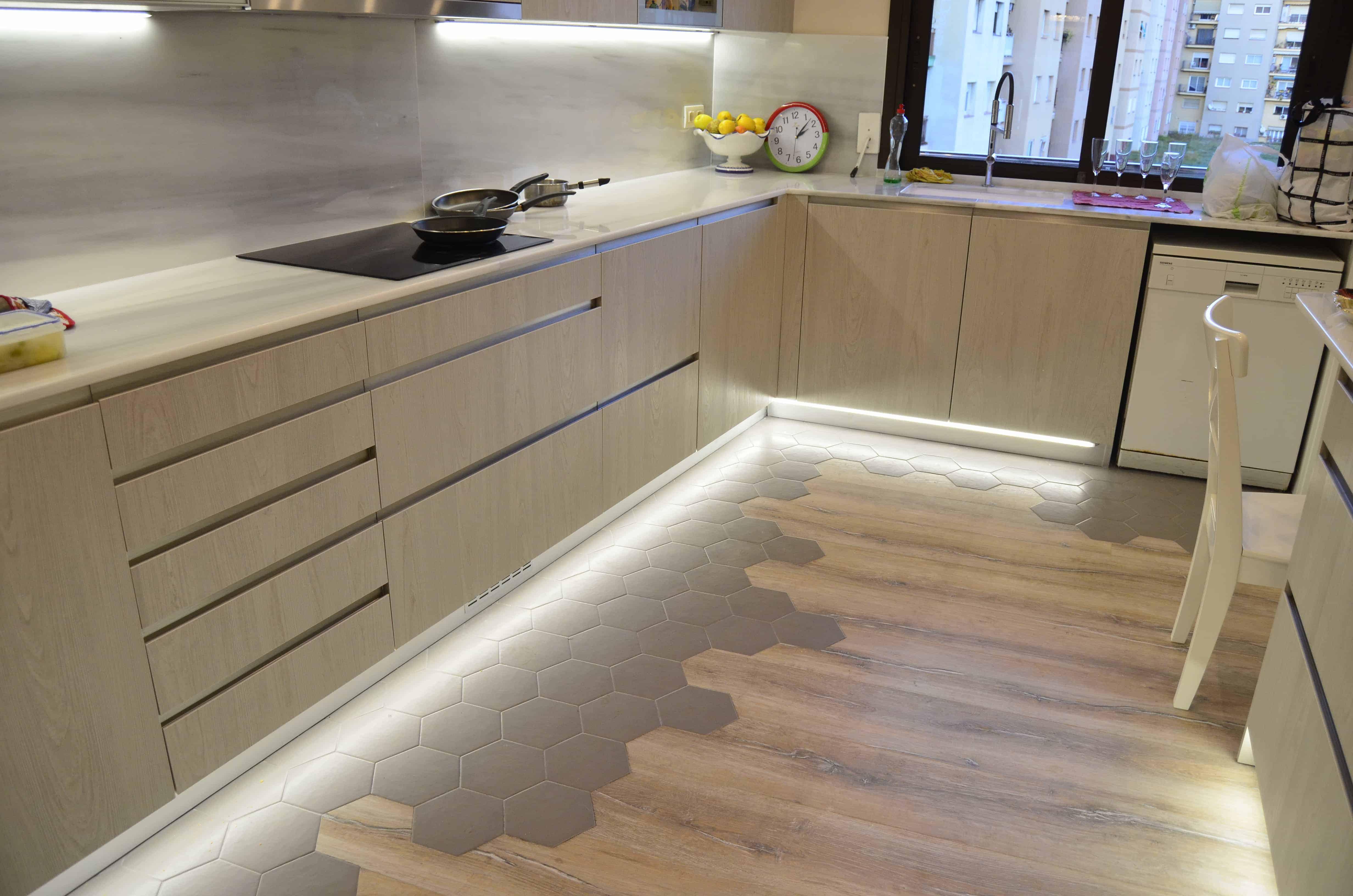 suelo hidráulico en la cocina