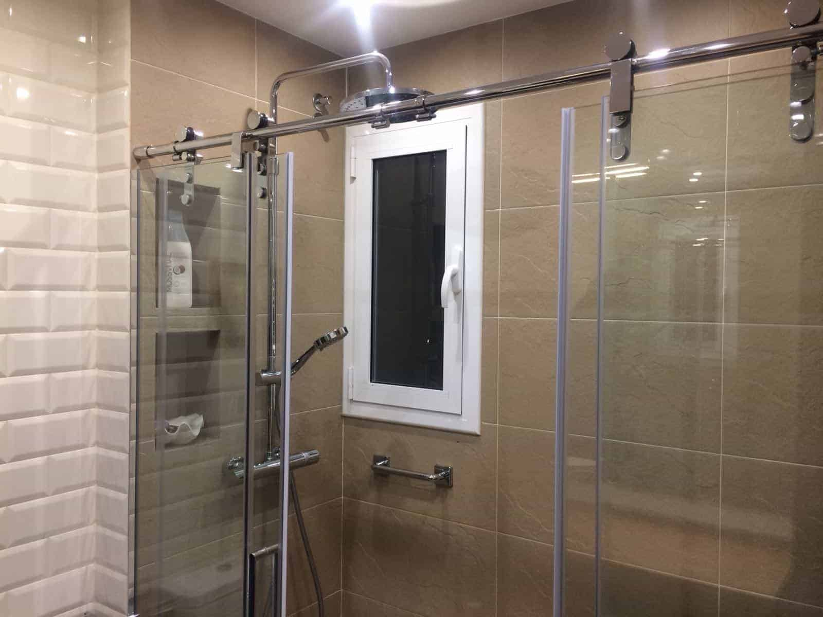 canvio de bañera por baño dos de maig contract solutions